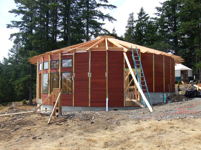 Building a wood framed panelized yurt wildcat man yurt under construction near eugene oregon solutioingenieria Image collections